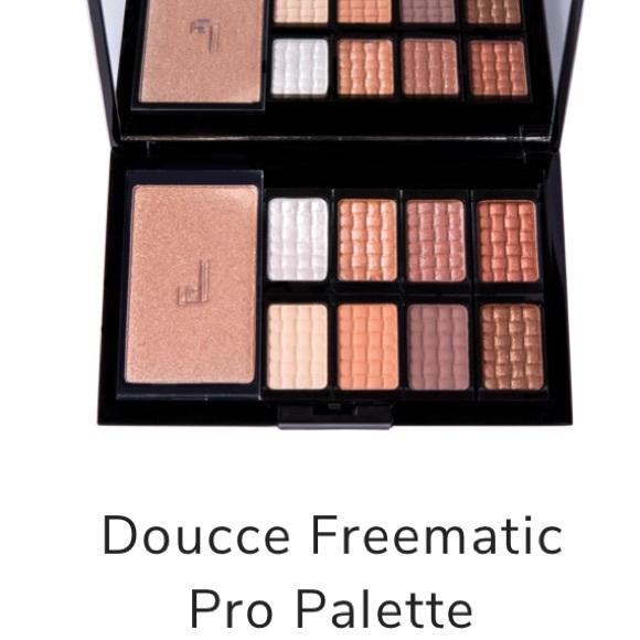 Doucce Freematic Eyeshadow Pro Palette Nude Eye Finish RV